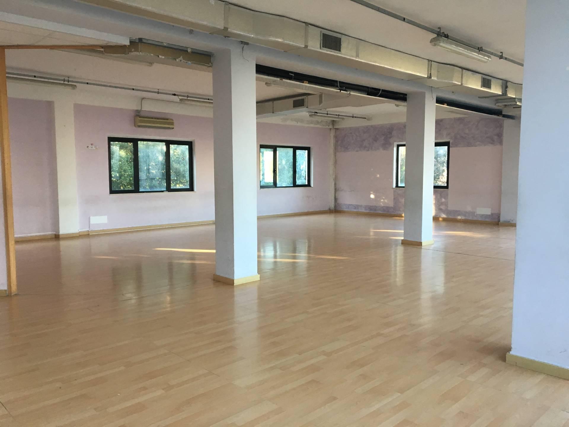 Studio ufficio in affitto a fermo cod ai81 for Affitti uso ufficio