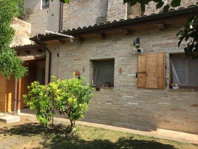 Casa singola cantine e giardino in Vendita a Fermo