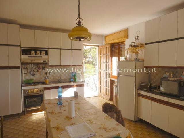 Soluzione Indipendente in vendita a Roccaverano, 5 locali, prezzo € 100.000 | CambioCasa.it
