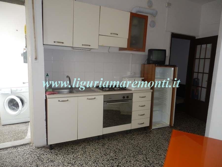 Appartamento in affitto a Savona, 2 locali, zona Zona: Fornaci, prezzo € 420 | CambioCasa.it