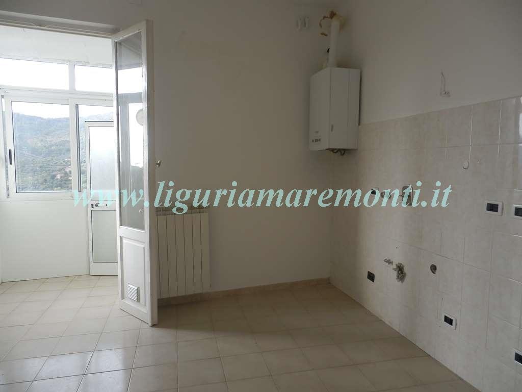 Appartamento in affitto a Savona, 4 locali, zona Zona: Lavagnola, prezzo € 440 | CambioCasa.it