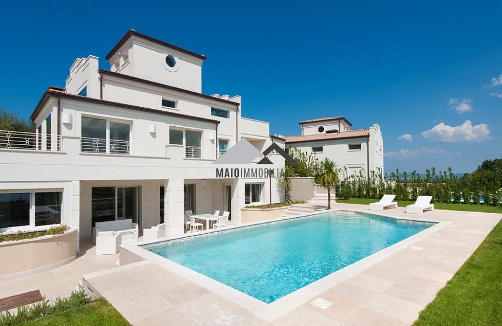 Villa in affitto a Misano Adriatico, 7 locali, zona Zona: Scacciano, Trattative riservate | Cambio Casa.it