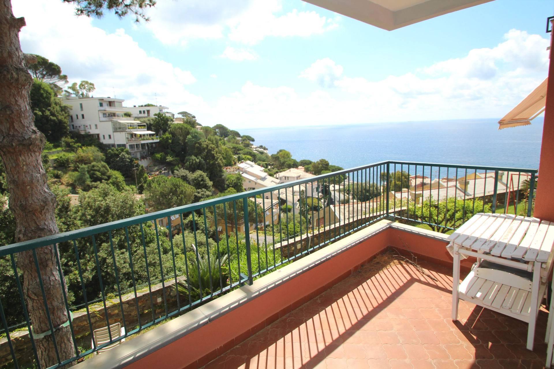 Appartamento in vendita a Arenzano, 3 locali, zona Località: PinetadiArenzano, Trattative riservate | CambioCasa.it