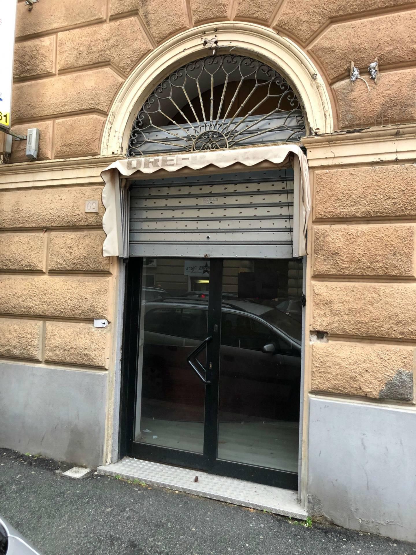 FONDO COMMERCIALE in Vendita a Foce, Genova (GENOVA)
