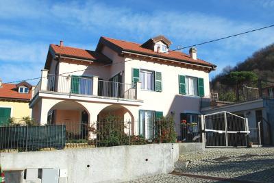 Villa in Vendita a Sant'Olcese