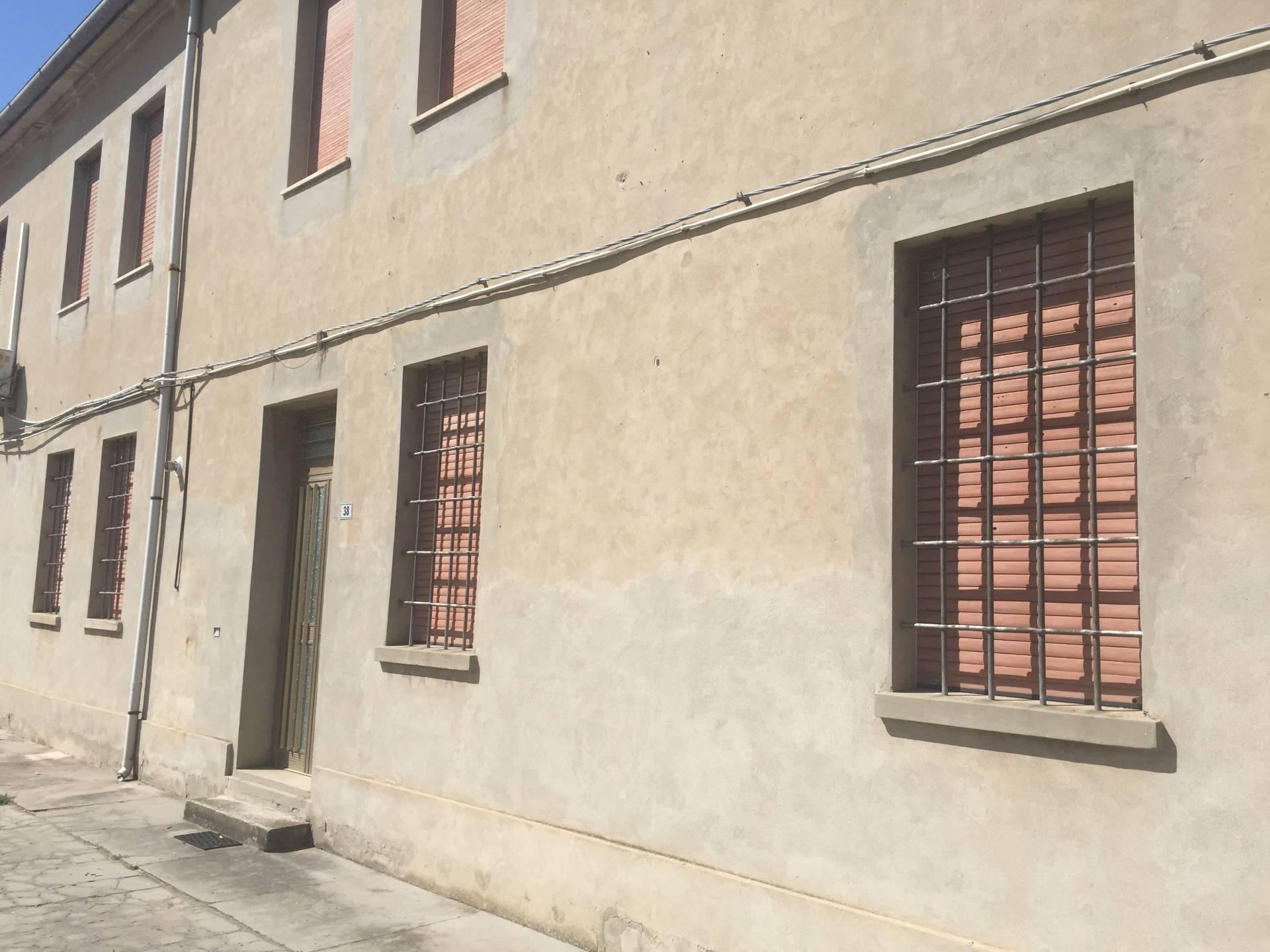 Ufficio / Studio in affitto a Ro, 9999 locali, zona Zona: Ruina, prezzo € 350   CambioCasa.it