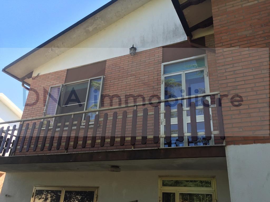 Soluzione Indipendente in vendita a Ro, 7 locali, zona Zona: Ruina, prezzo € 125.000   Cambio Casa.it