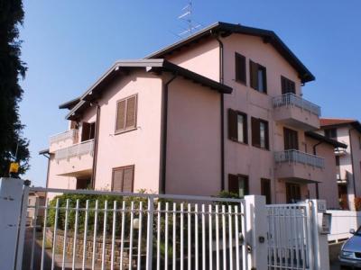 Appartamento in Affitto a Jerago con Orago