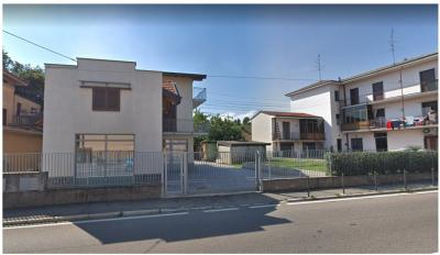 Attività commerciale in Vendita a Cavaria con Premezzo