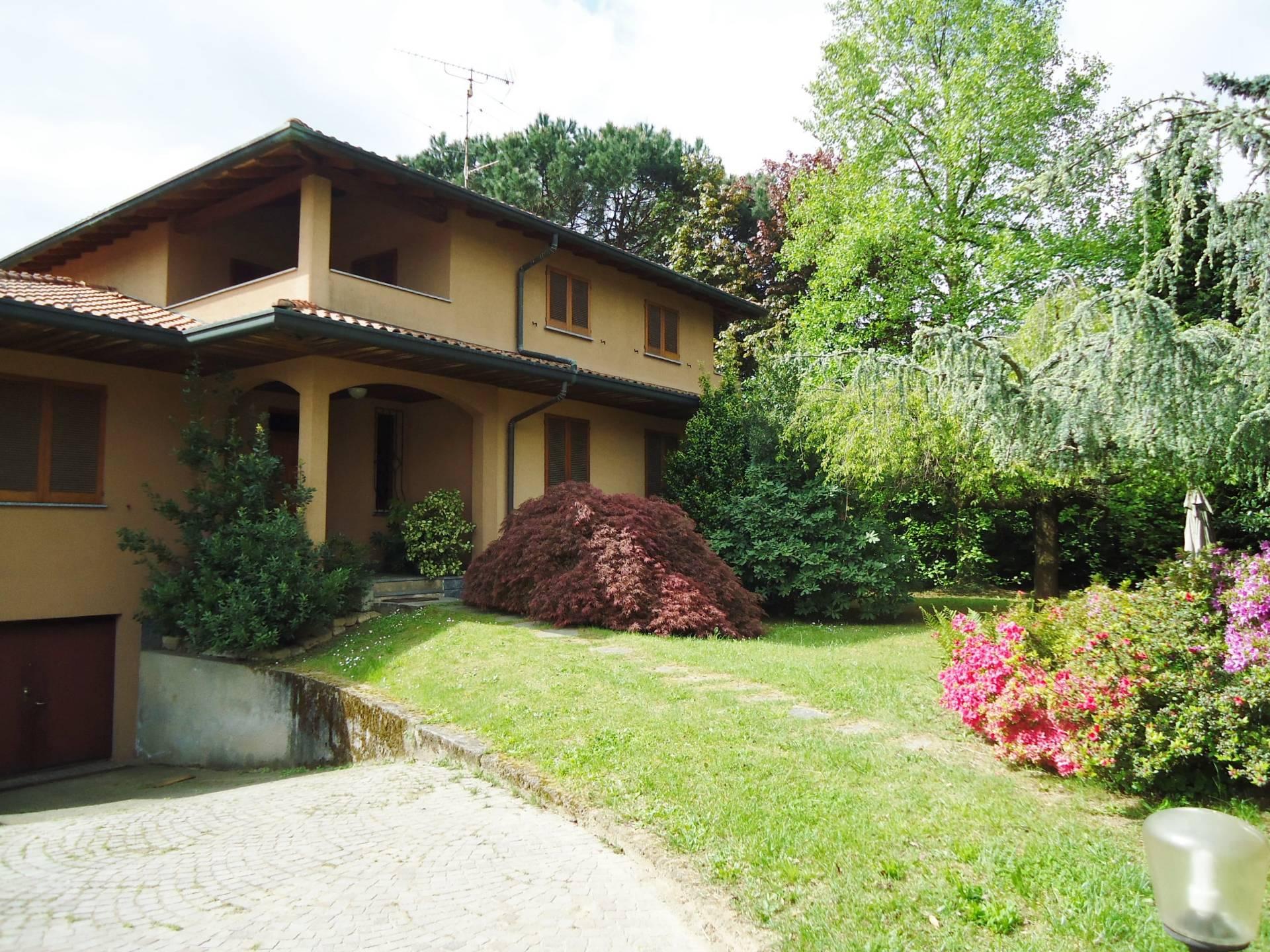 Villa in vendita a Buguggiate, 8 locali, prezzo € 460.000 | Cambio Casa.it