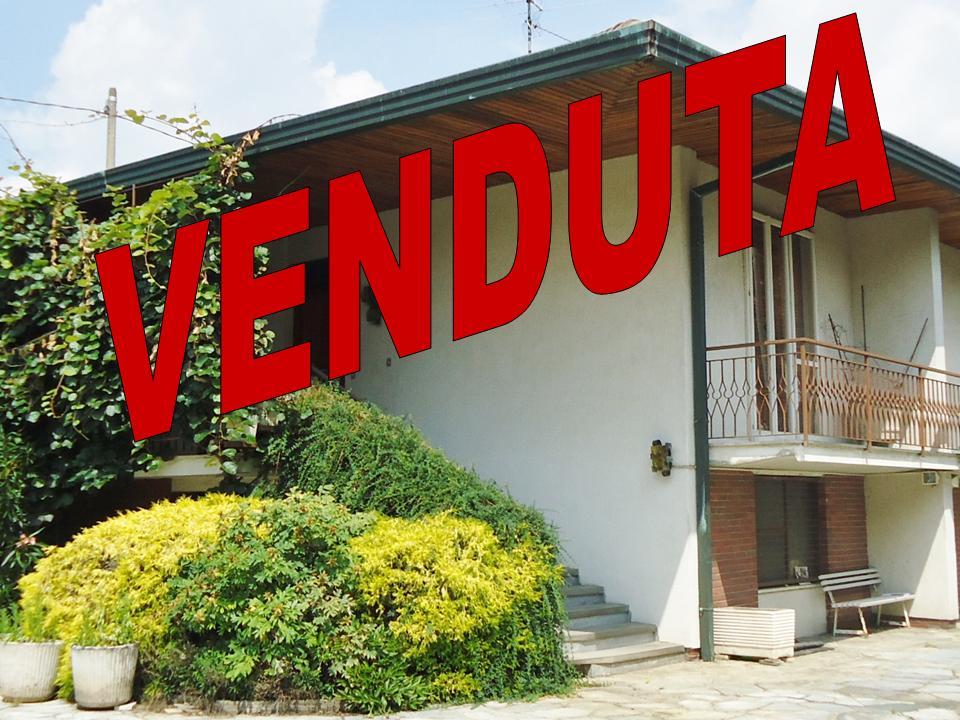 Villa in vendita a Cardano al Campo, 5 locali, zona Zona: Cuoricino, prezzo € 250.000 | Cambio Casa.it