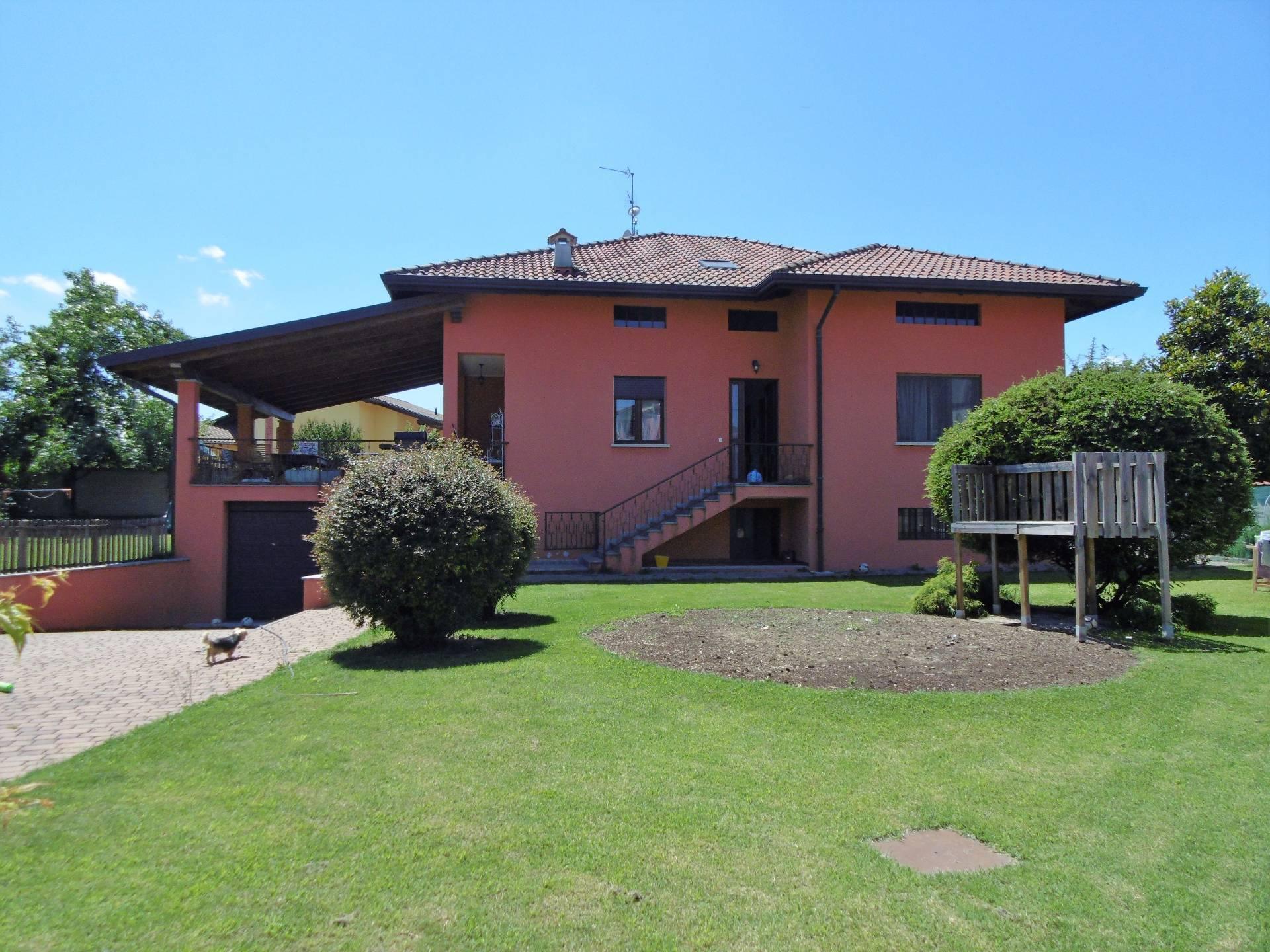Villa in Vendita a Cerrione