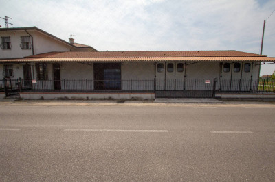 Vai alla scheda: Locale Commerciale Affitto Castelmassa