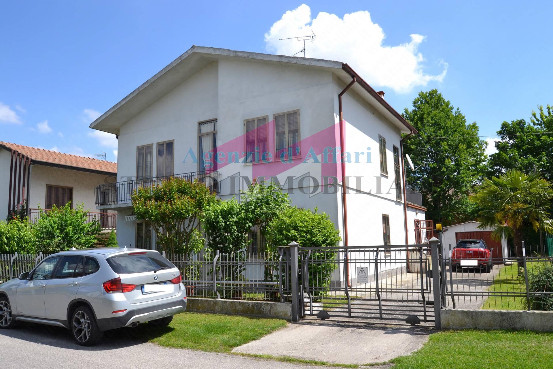 Casa singola in vendita a castelmassa cod 1655 c for Piani garage annessi con stanza bonus