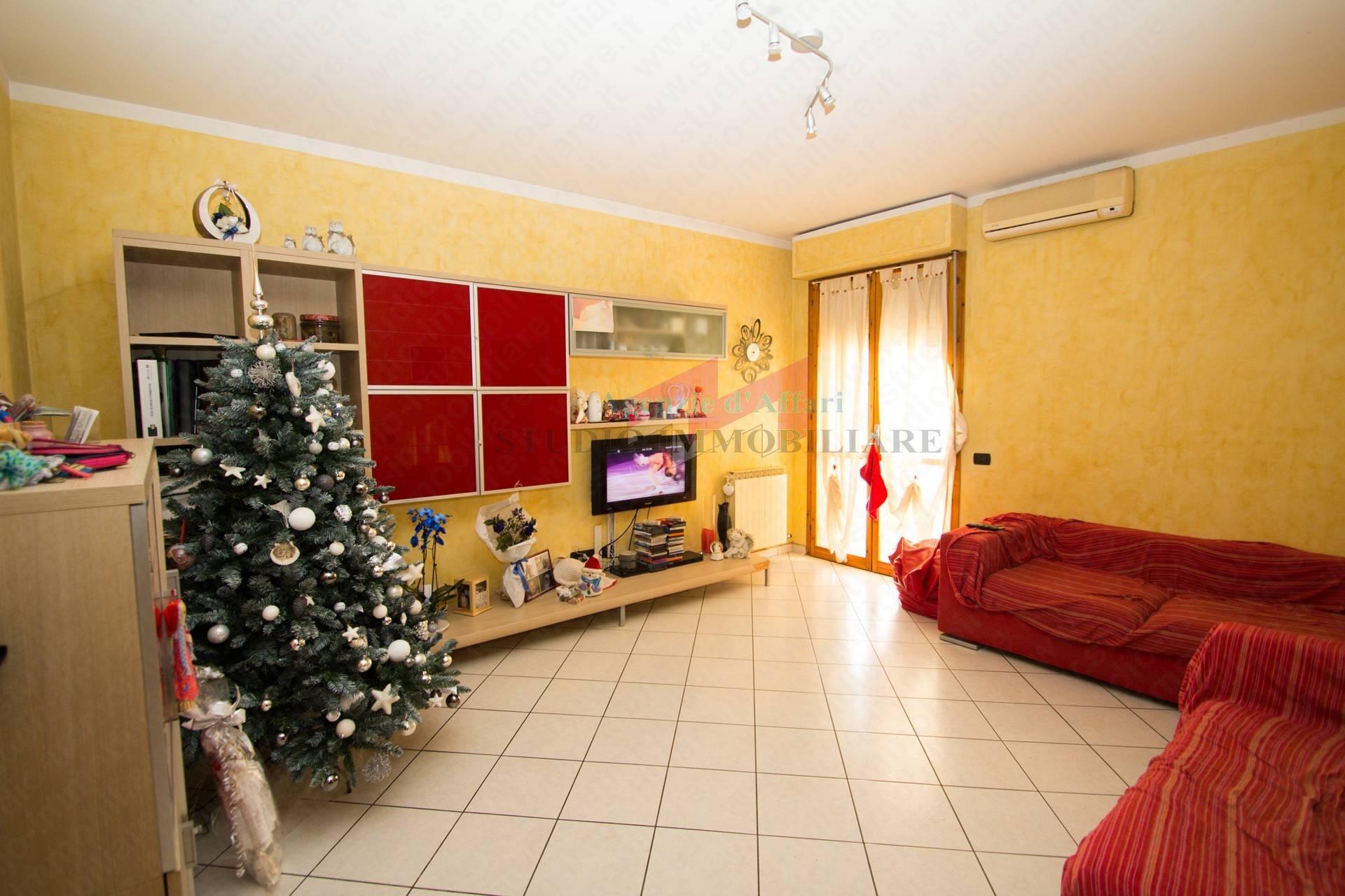 Appartamento in vendita a Ostiglia, 4 locali, prezzo € 85.000 | PortaleAgenzieImmobiliari.it