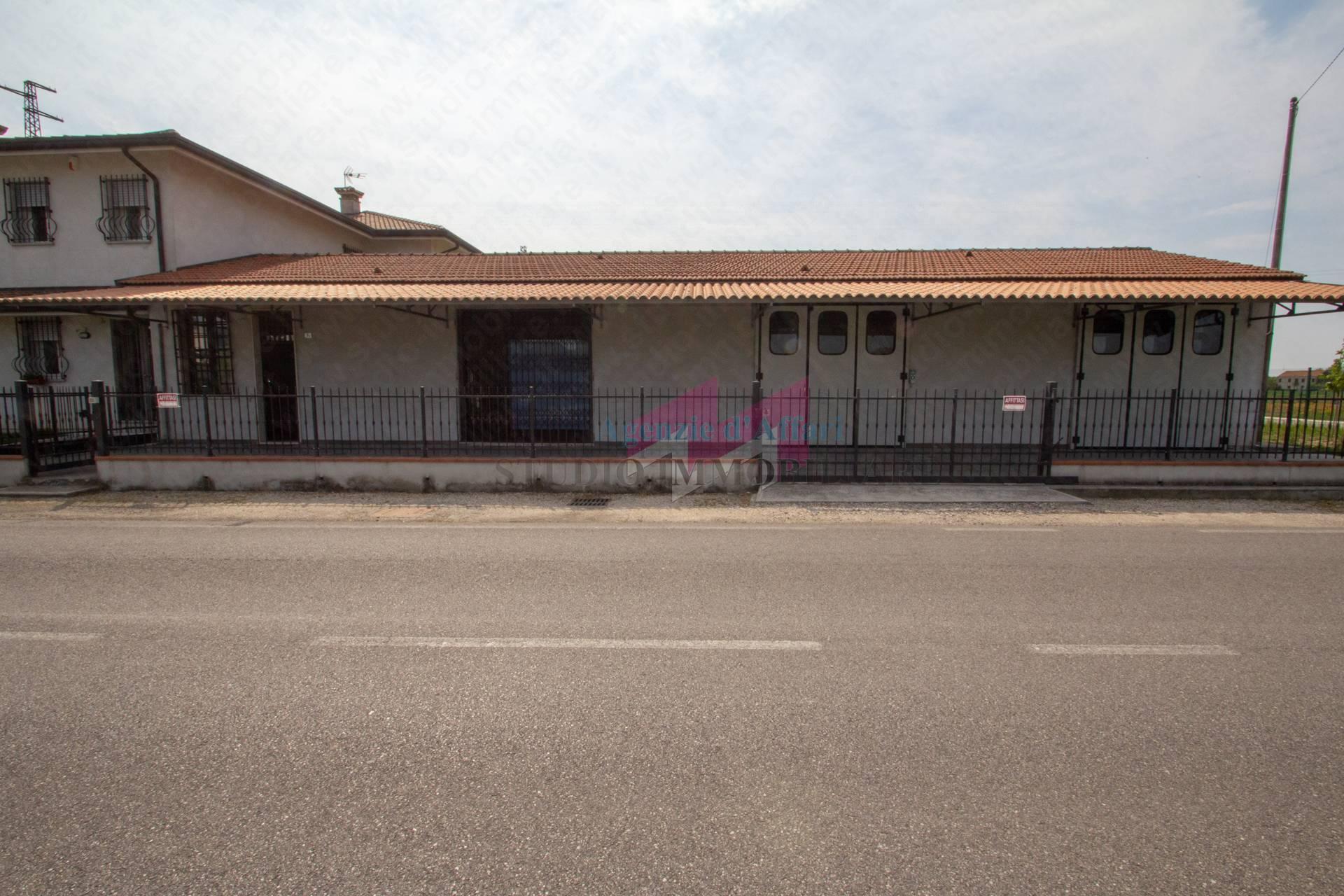 Negozio / Locale in affitto a Castelmassa, 9999 locali, prezzo € 500   PortaleAgenzieImmobiliari.it