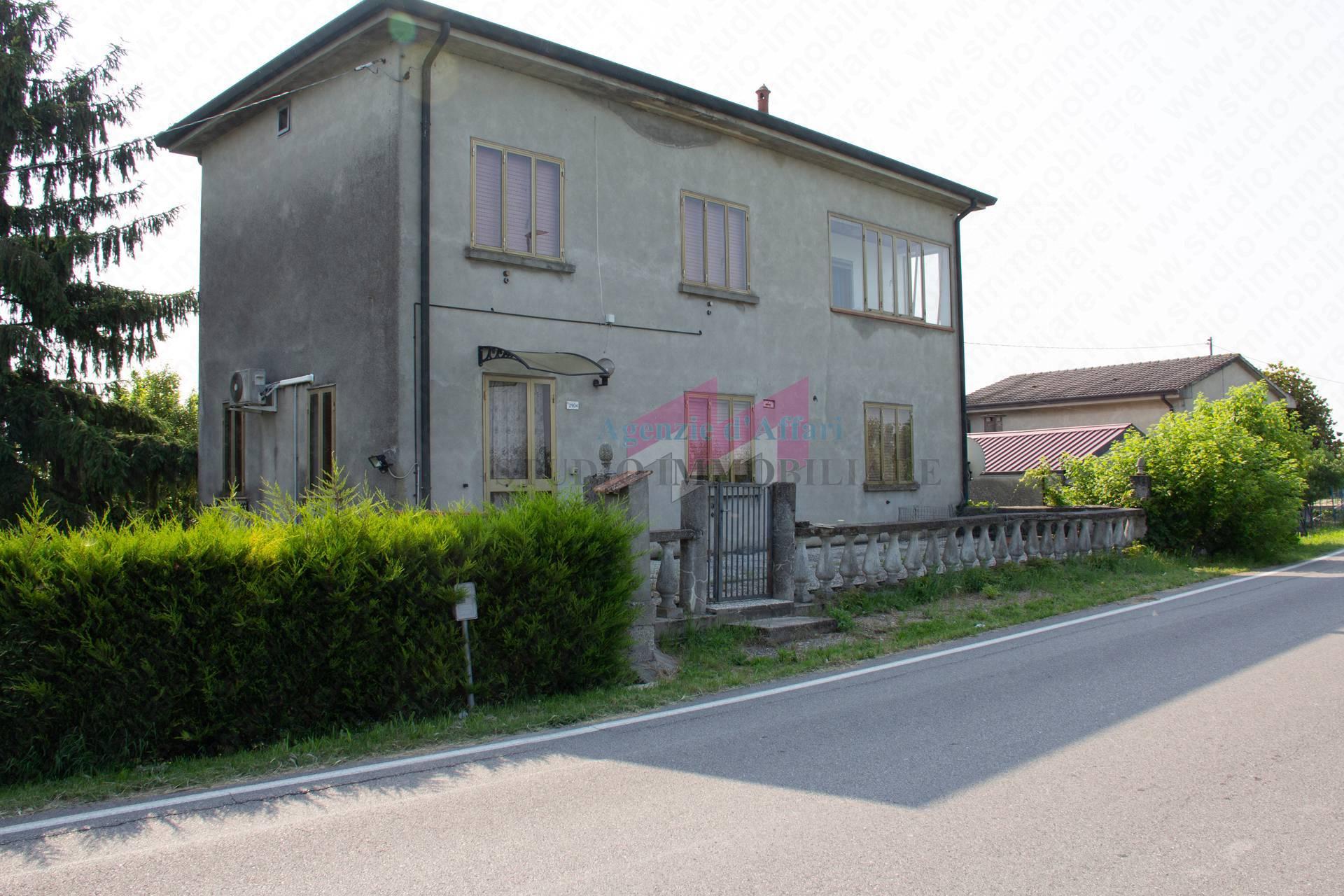 Soluzione Indipendente in vendita a Castelnovo Bariano, 5 locali, zona Località: Arella, prezzo € 40.000   PortaleAgenzieImmobiliari.it