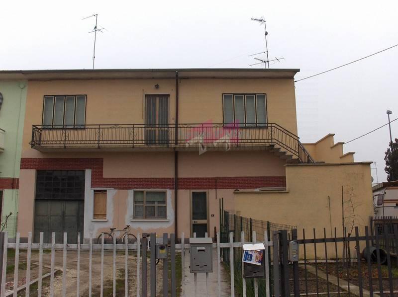 Altro in vendita a Ostiglia, 6 locali, prezzo € 43.000 | PortaleAgenzieImmobiliari.it