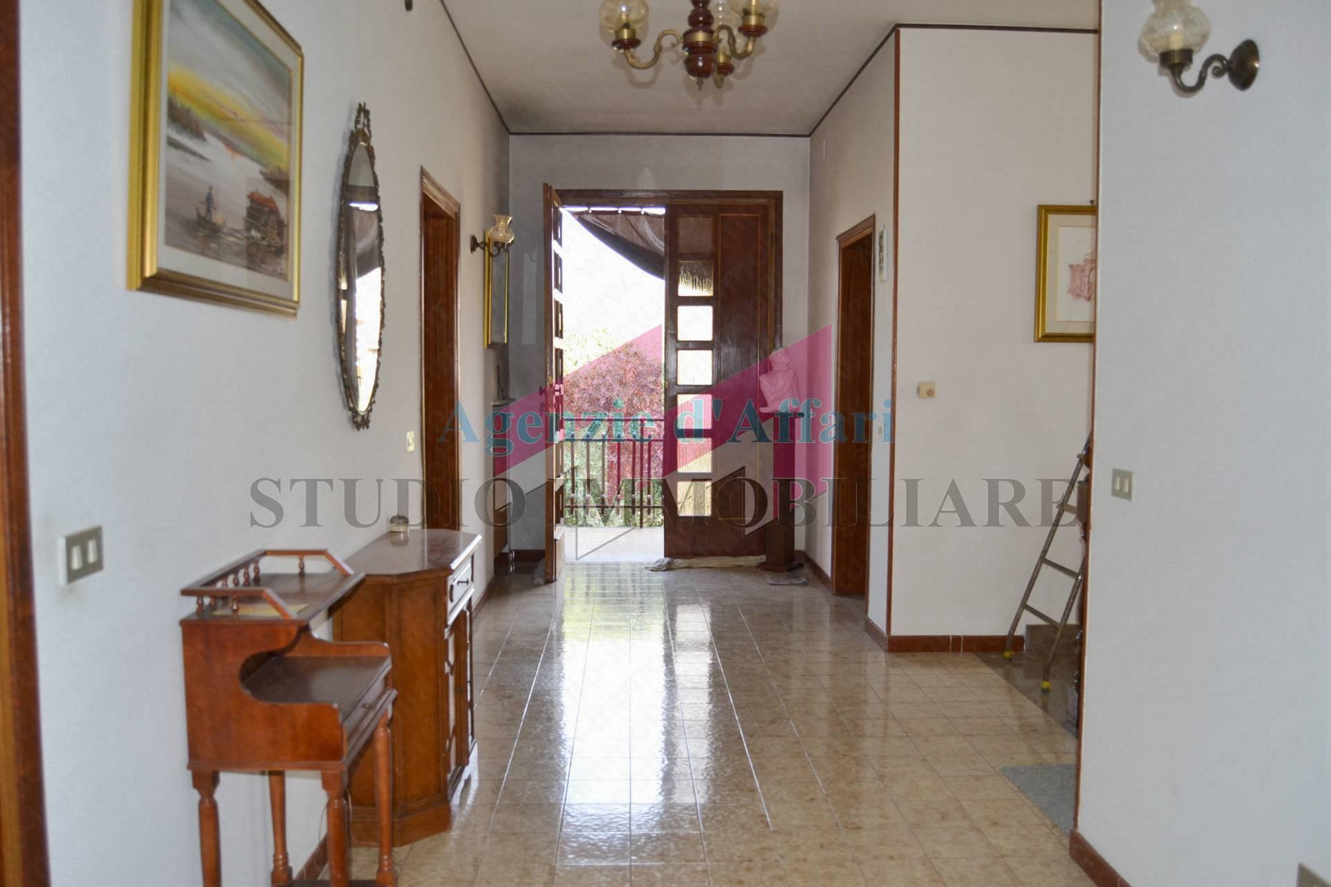 Altro in vendita a Castelnovo Bariano, 8 locali, prezzo € 100.000   PortaleAgenzieImmobiliari.it