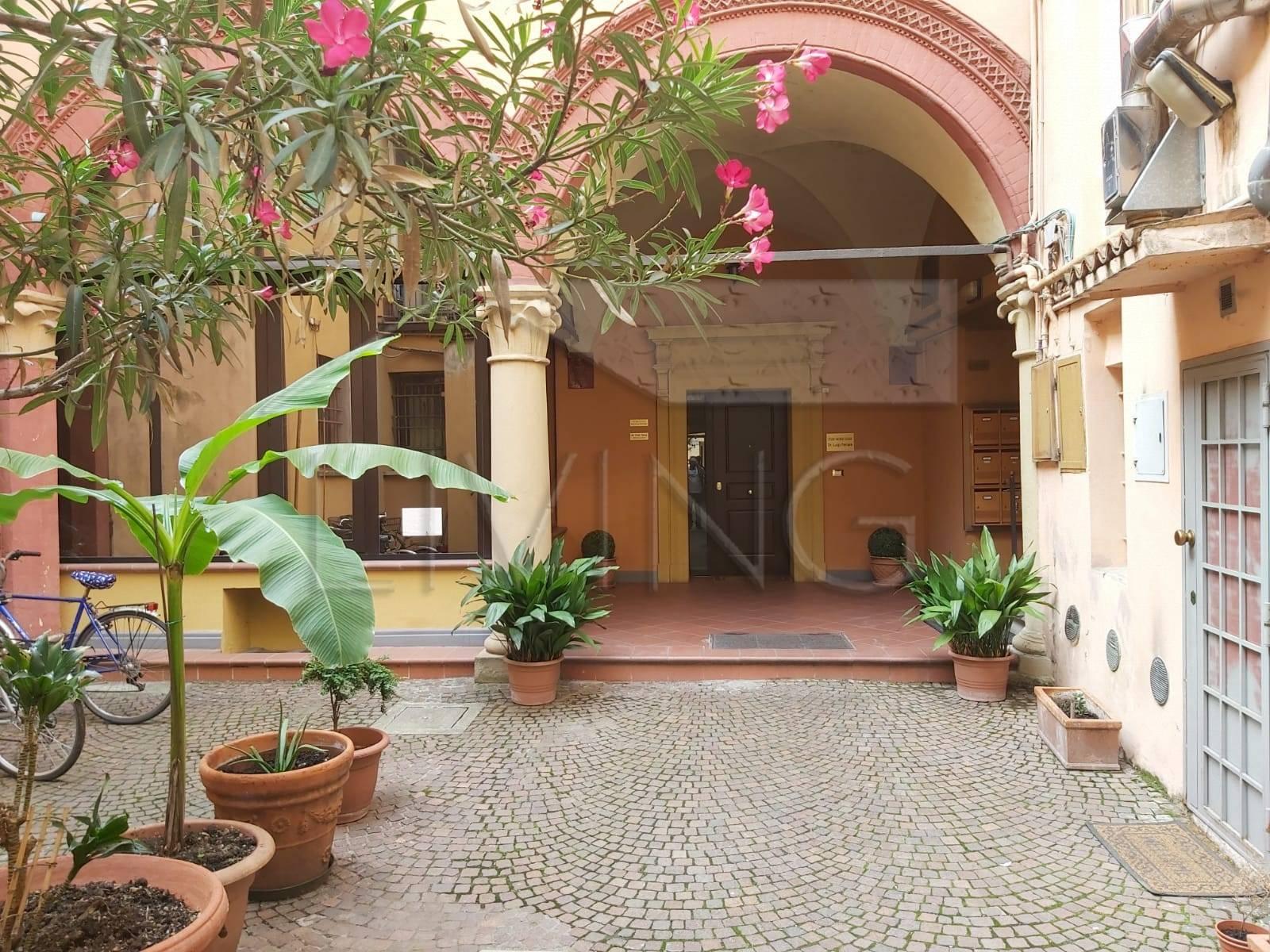 Appartamento in vendita Zona Centro Storico - Centro storico-via S.Vitale Bologna