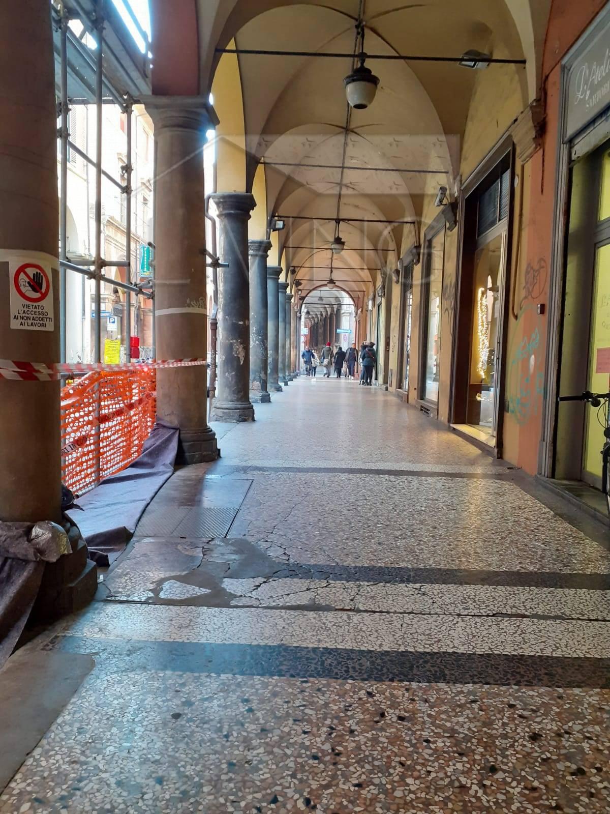 NEGOZIO in Vendita a Centro storico, Bologna (BOLOGNA)