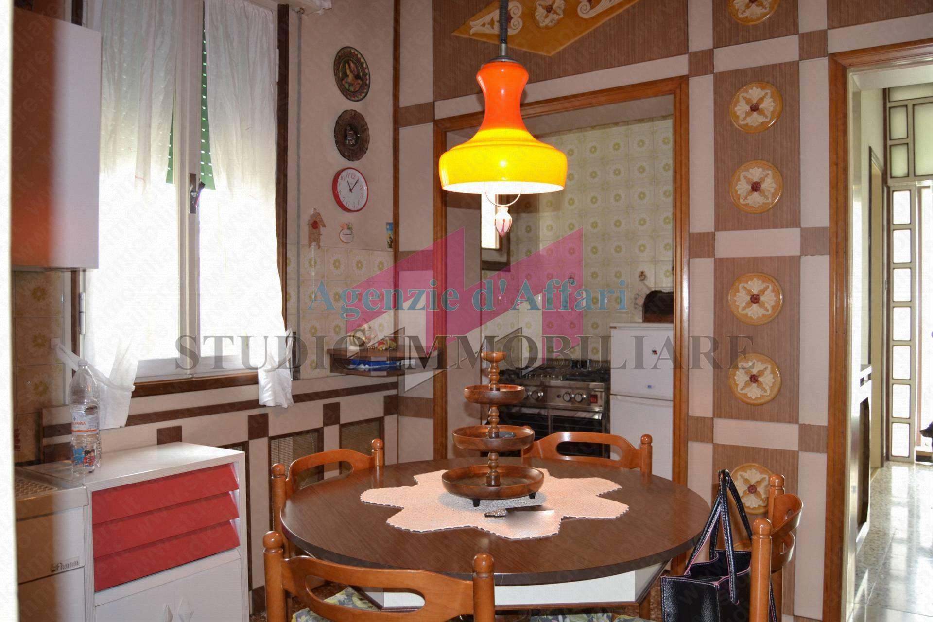 Appartamento in vendita a Castelnovo Bariano, 6 locali, prezzo € 47.000   PortaleAgenzieImmobiliari.it