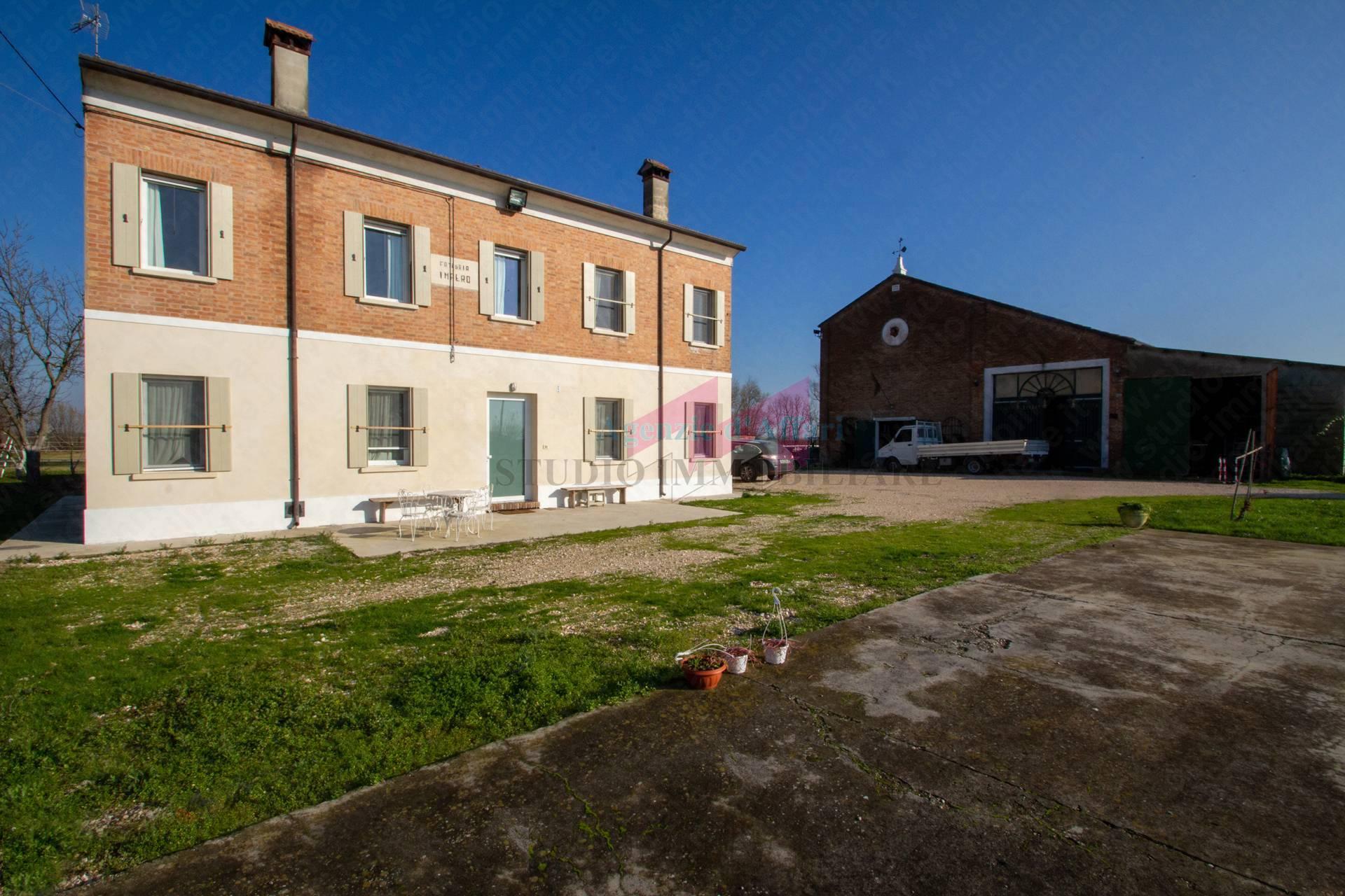 Villa in vendita a Castelnovo Bariano, 7 locali, zona Località: SanPietroinPolesine, Trattative riservate   PortaleAgenzieImmobiliari.it