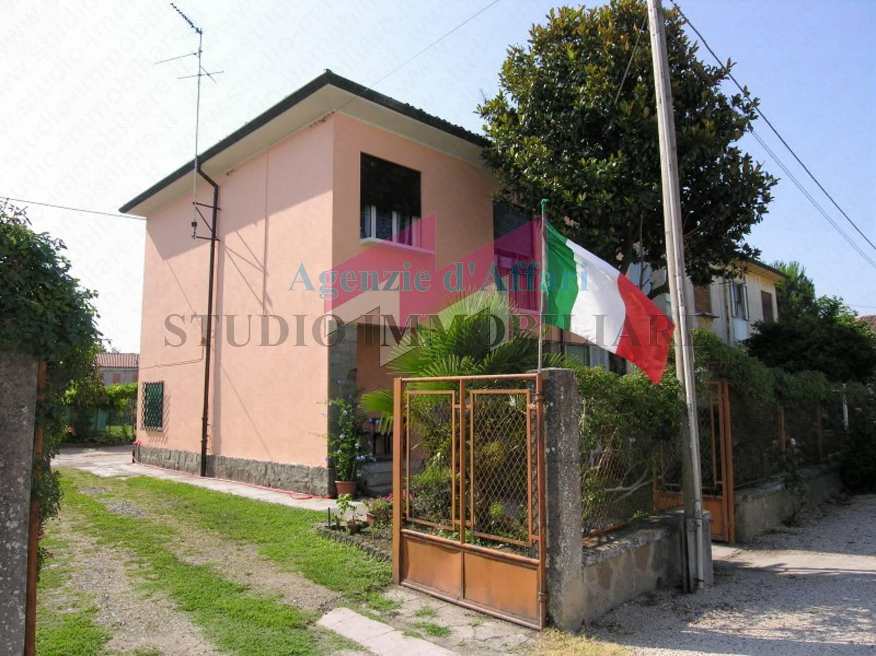 Soluzione Indipendente in vendita a Castelnovo Bariano, 7 locali, prezzo € 29.000   PortaleAgenzieImmobiliari.it