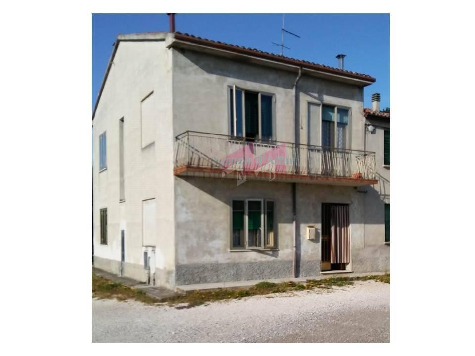 Altro in vendita a Ostiglia, 6 locali, zona Località: Correggioli, prezzo € 40.000 | PortaleAgenzieImmobiliari.it