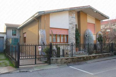 Vai alla scheda: Casa indipendente Vendita - Bergantino (RO) - Codice -2-2941/B