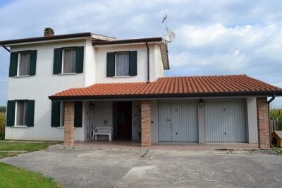 Casa singola in Vendita a Castelnovo Bariano