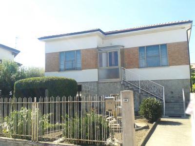 Vai alla scheda: Casa indipendente Vendita - Castelnovo Bariano (RO) - Codice 1642/C