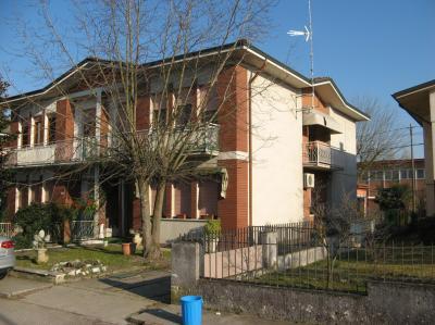 Bifamiliare in Vendita a Castelnovo Bariano