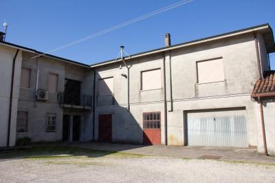 Locale commerciale in Vendita a Bergantino