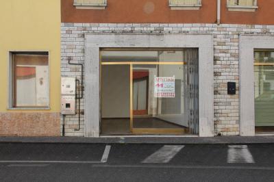 Vai alla scheda: Locale Commerciale Affitto - Bergantino (RO) - Codice -2-3120/B