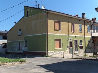 Porzione di fabbricato in Vendita a Serravalle a Po