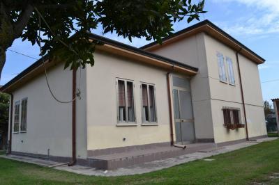 Vai alla scheda: Villa singola Vendita - Castelmassa (RO) - Codice -1770/C