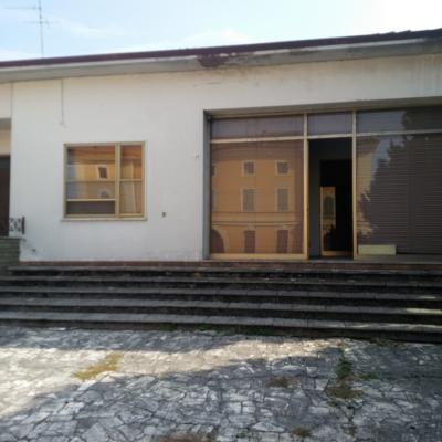 Negozio in Vendita a Serravalle a Po