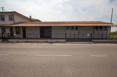 Vai alla scheda: Locale Commerciale Affitto - Castelmassa (RO) - Codice -2-3213/B