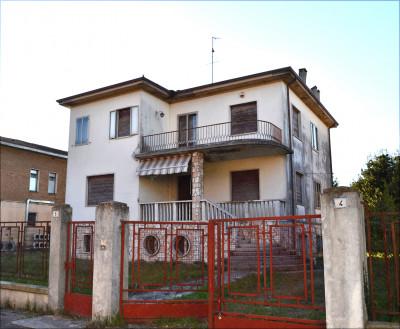 Villa Singola in Vendita a Sermide