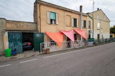 Porzione di fabbricato in Vendita a Castelnovo Bariano