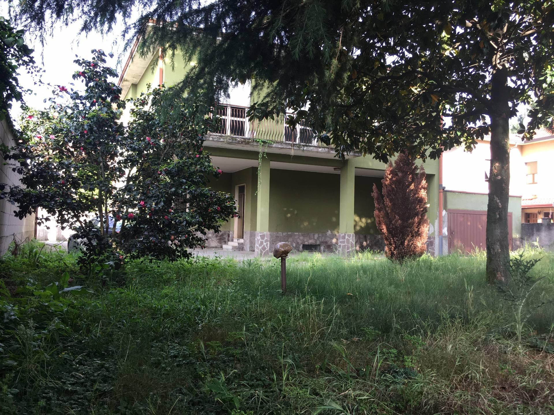 Villa in vendita a Gorla Minore, 4 locali, prezzo € 170.000 | CambioCasa.it