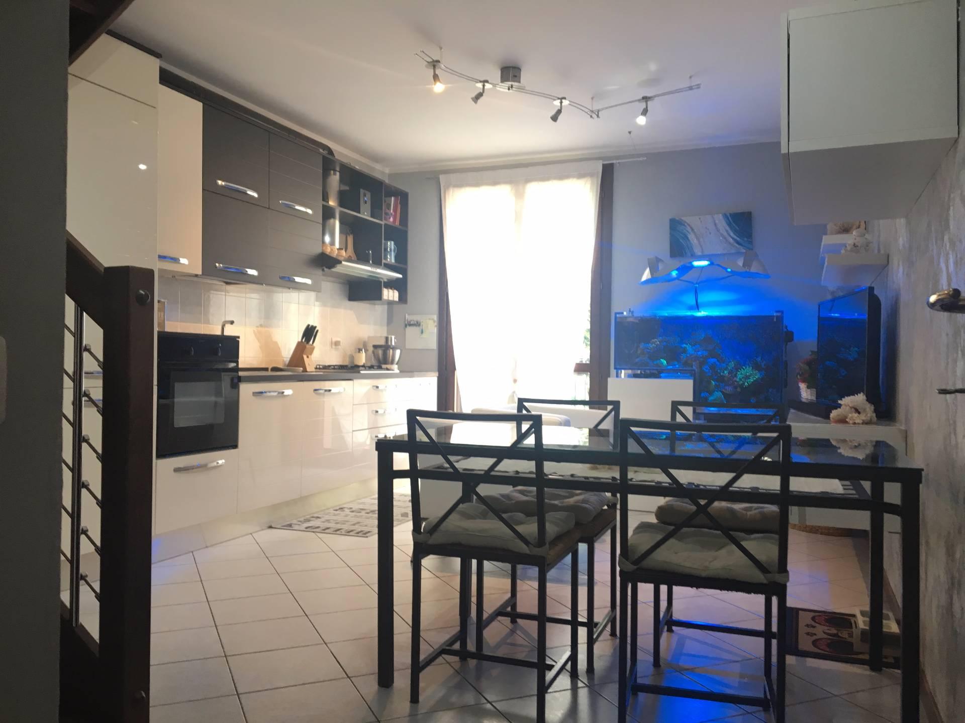 Appartamento in vendita a Carbonate, 3 locali, prezzo € 135.000 | CambioCasa.it