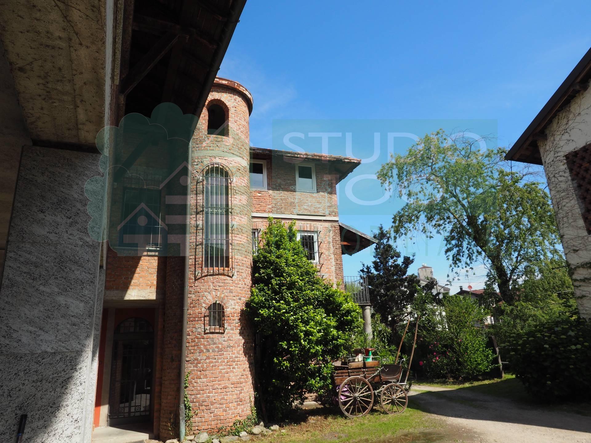 Villa in vendita a Casorate Sempione, 6 locali, prezzo € 285.000 | CambioCasa.it