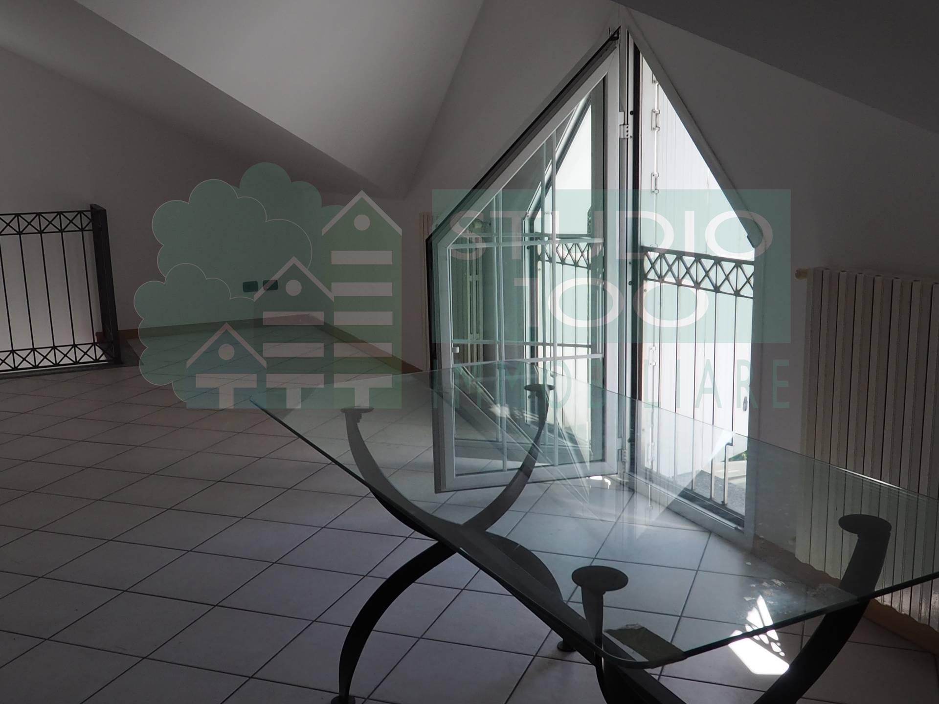Appartamento in affitto a Gallarate, 3 locali, zona Zona: Crenna, prezzo € 500 | CambioCasa.it