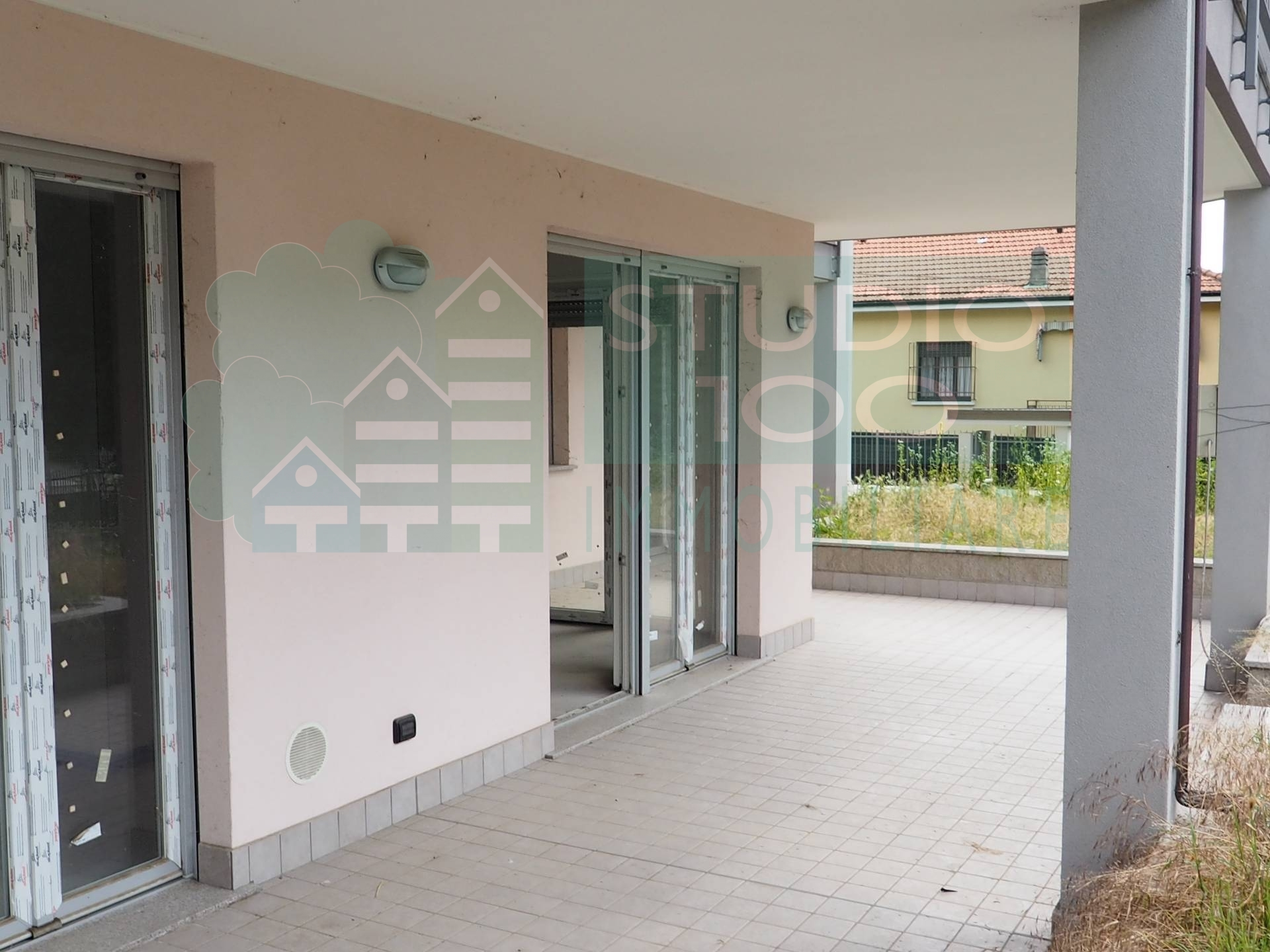 Appartamento in vendita a Arsago Seprio, 4 locali, zona Località: C.naRoncodiDiana, prezzo € 237.000 | CambioCasa.it