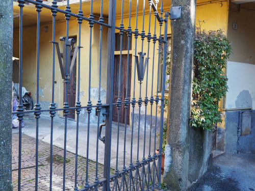 Casa di corte in Vendita a Casorate Sempione