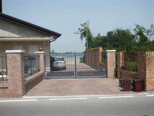 Appartamento in vendita a Cavallino-Treporti, 7 locali, zona Località: LioGrando, prezzo € 250.000 | CambioCasa.it