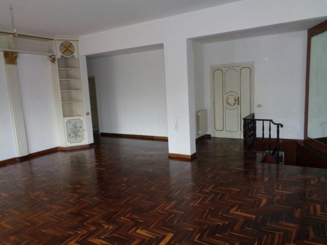 vendita appartamento napoli posillipo  600000 euro  6 locali  200 mq