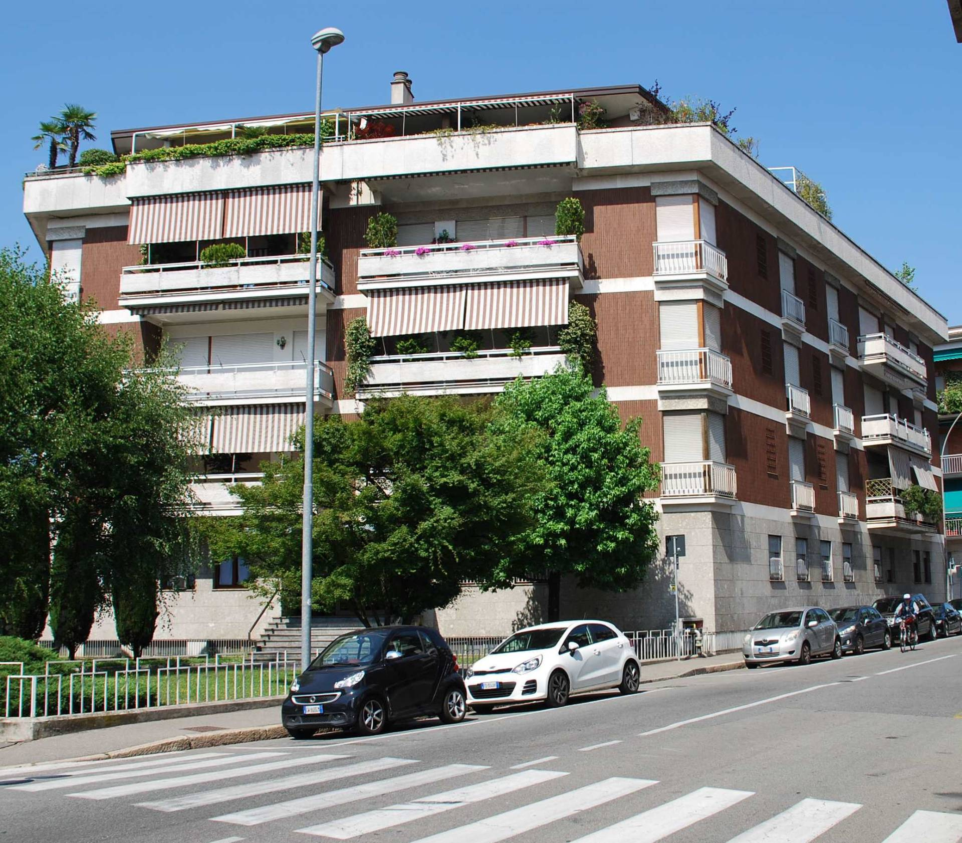 Ufficio diviso in ambienti/locali in affitto - 95 mq
